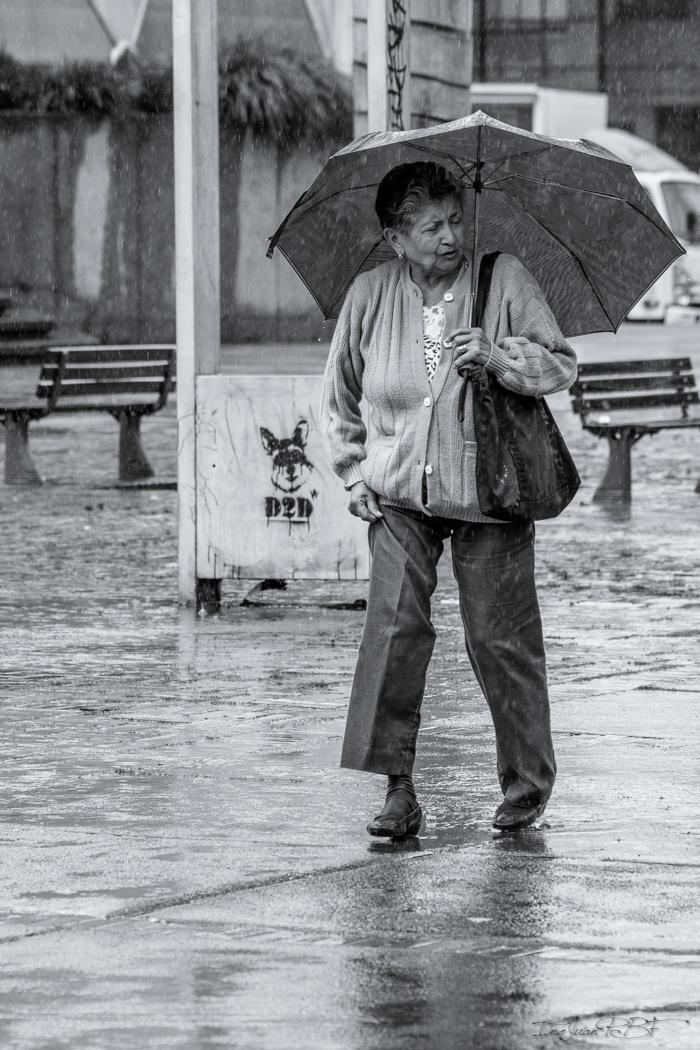 Cuide su calzado, la lluvia no le favorece.