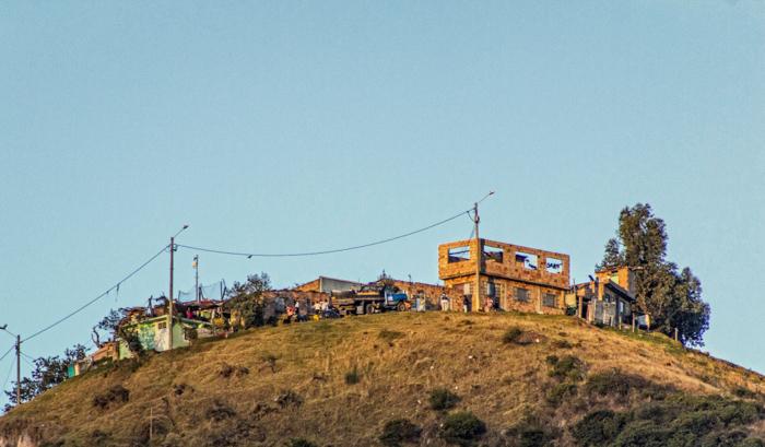 En la cima de un cerro que desconozco su nombre, pero que parece ser el inicio de una futura urbanización.
