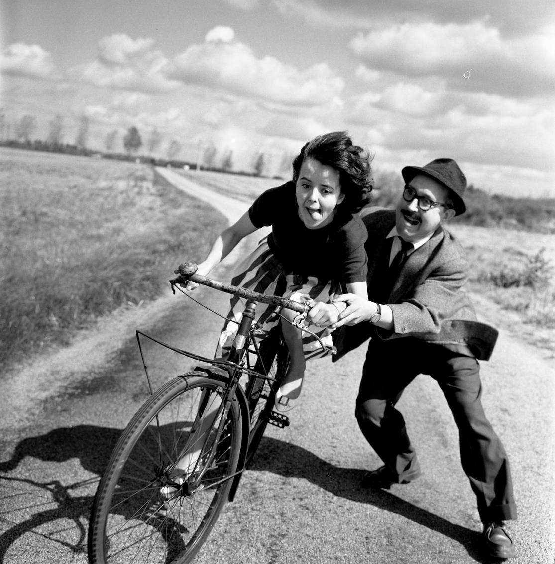 Robert Doisneau - Bike lesson